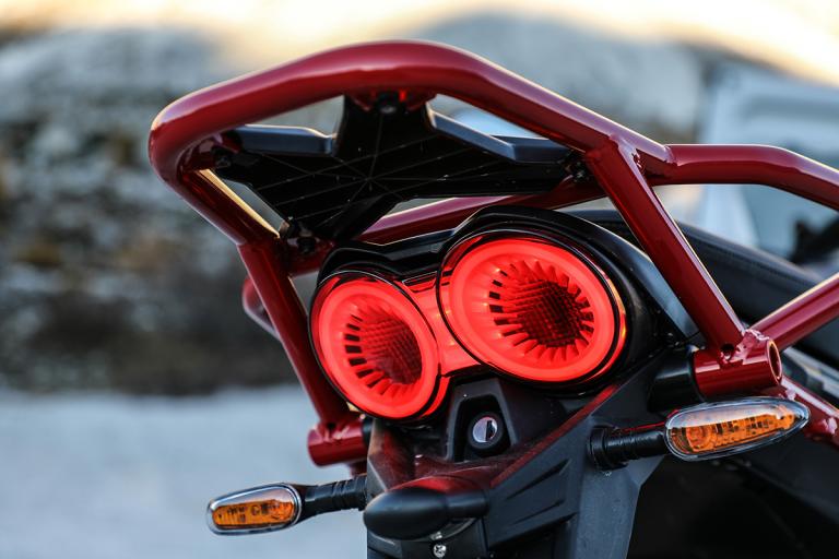 Moto-Guzzi-V85TT-11