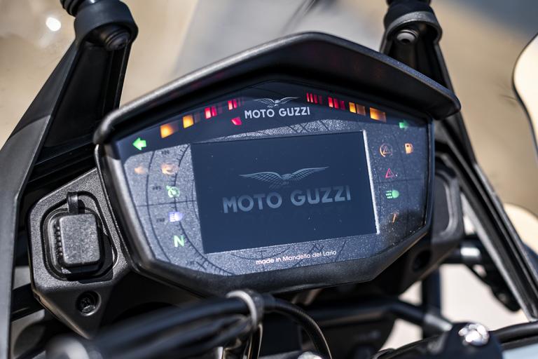 Moto-Guzzi-V85TT-19