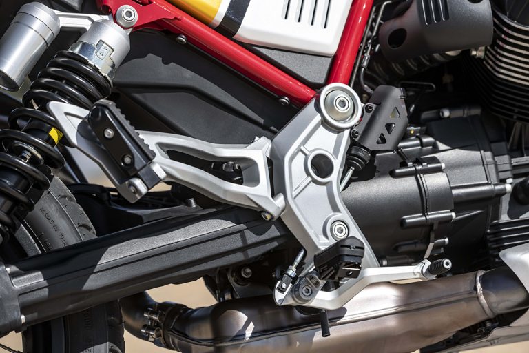 Moto-Guzzi-V85TT-Premium-20