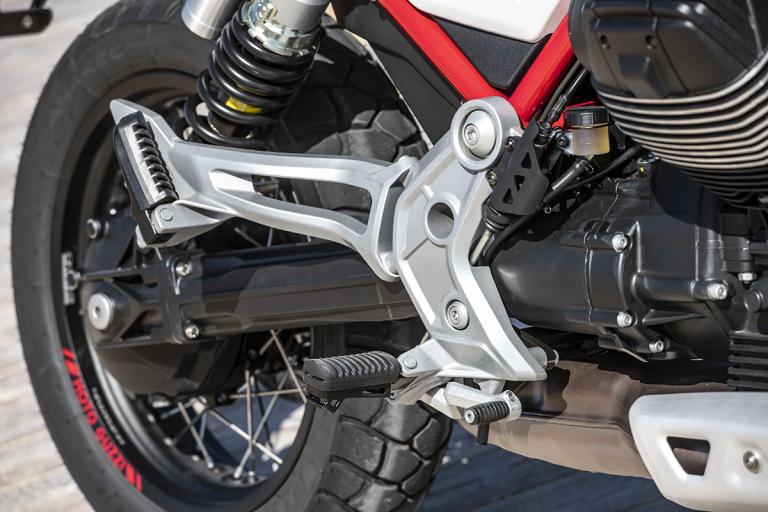 Moto-Guzzi-V85TT-Premium-22
