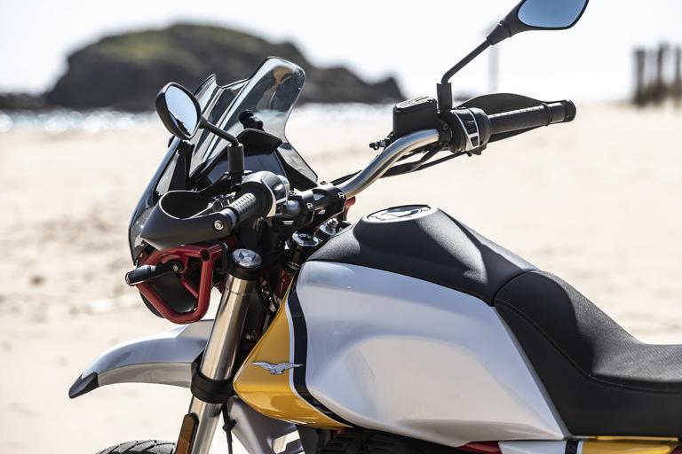 Moto-Guzzi-V85TT-Premium-24