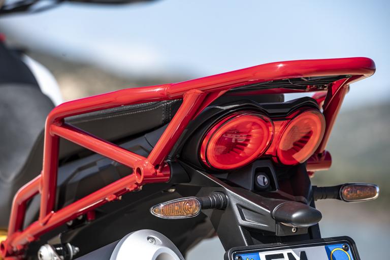 Moto-Guzzi-V85TT-Premium-26