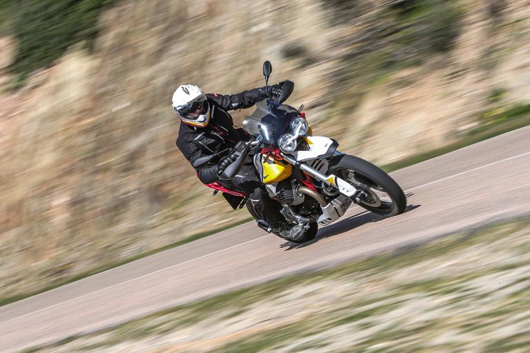 Moto-Guzzi-V85TT-Premium-36