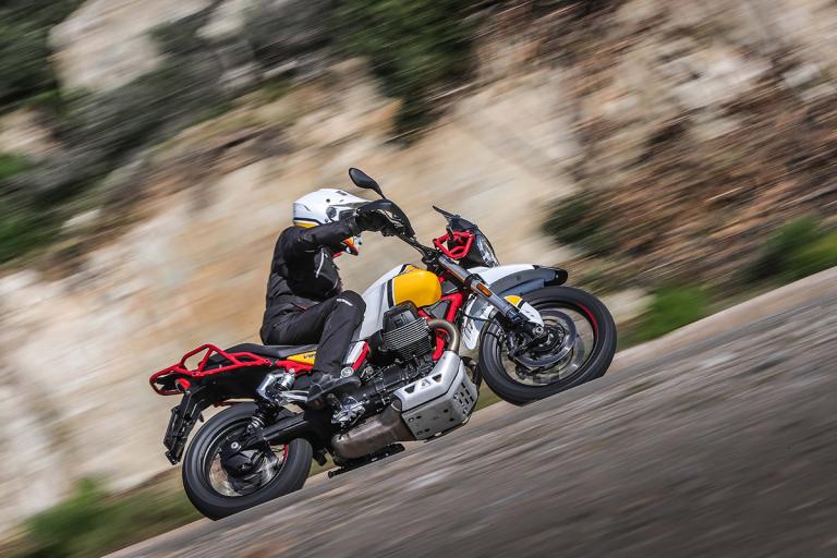 Moto-Guzzi-V85TT-Premium-38